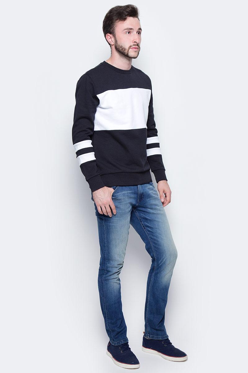 Джинсы мужские Calvin Klein Jeans, цвет: синий. J30J305241_9143. Размер 33 (50/52)J30J305241_9143Стильные мужские джинсы Calvin Klein Jeans выполнены из хлопка с добавлением эластана. Модель с заниженной талией застегивается на гульфик с молнией и пуговицу. Пояс дополнен шлевками для ремня. Джинсы имеют классический пятикарманный крой: два втачных кармана и один небольшой накладной кармашек спереди, два накладных кармана сзади.