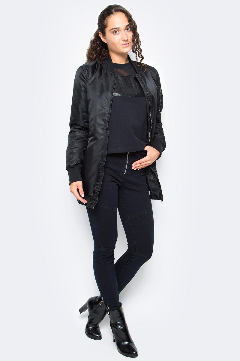 Куртка женская Calvin Klein Jeans, цвет: черный. J20J206038_0990. Размер M (44/46)J20J206038_0990Удобная женская куртка Calvin Klein согреет вас в прохладную погоду и позволит выделиться из толпы. Модель с длинными рукавами и воротником - стойкой выполнена из полиамида, и застегивается спереди на застежку-молнию. Спереди куртка дополнена двумя втачными карманами на застежках-молниях. Манжеты рукавов, низ и воротник дополнены эластичными резинками. Модель оформлена на спине и рукавах присборенным материалом.