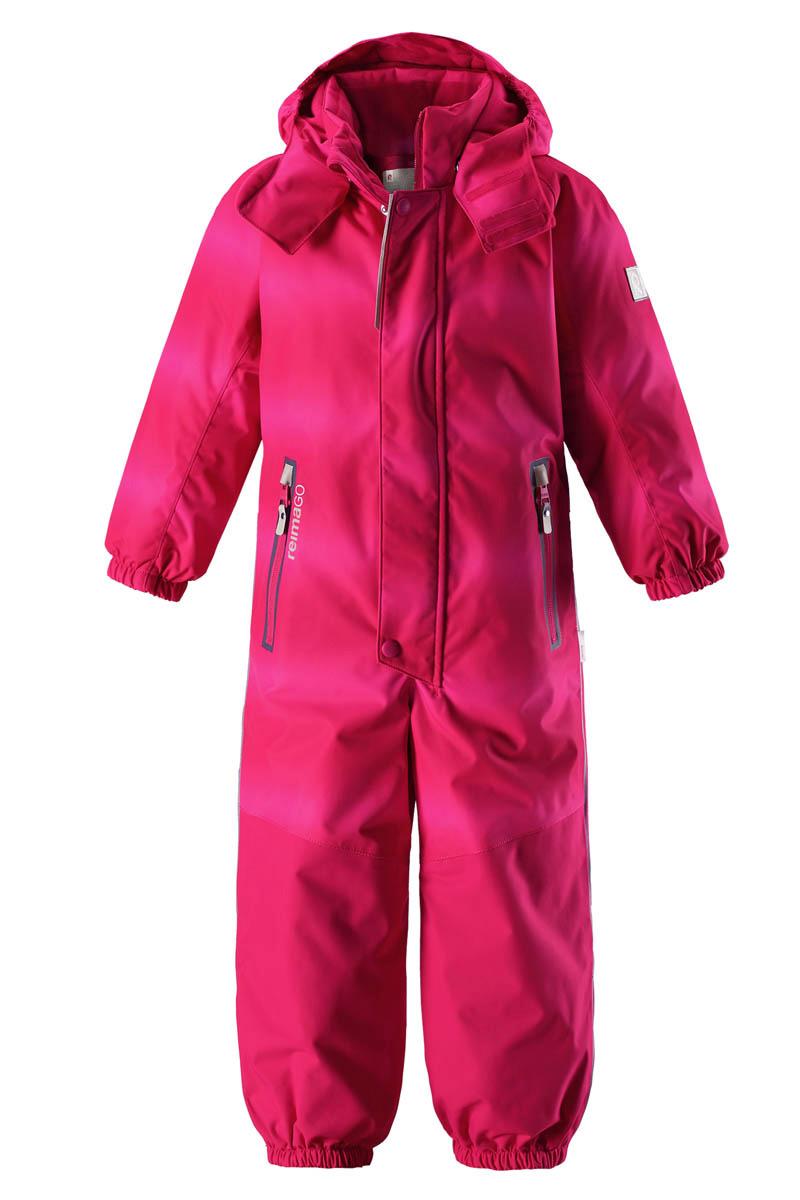 Комбинезон детский Reima Reimatec Tornio, цвет: розовый. 520209C356. Размер 104520209C356Абсолютно непромокаемый и прочный детский зимний комбинезон Reimatec с полностью проклеенными швами. Суперпрочные усиления на задней части, коленях и концах брючин. Этот практичный комбинезон изготовлен из ветронепроницаемого и дышащего материала, поэтому вашему ребенку будет тепло и сухо, к тому же он не вспотеет. Комбинезон снабжен гладкой подкладкой из полиэстера. В этом комбинезоне прямого кроя талия при необходимости легко регулируется, что позволяет подогнать комбинезон точно по фигуре. А еще он снабжен эластичным пояском сзади, эластичными манжетами на рукавах и концах брючин, которые регулируются застежкой на кнопках. Внутри комбинезона имеются удобные подтяжки, благодаря которым дети могут снять верхнюю часть, например, во время похода в магазин. Подтяжки поддерживают верхнюю часть на бедрах, обеспечивая комфорт при входе в помещение и не позволяя комбинезону тащится по полу. Съемный и регулируемый капюшон защищает от пронизывающего ветра, а еще он безопасен во время игр на свежем воздухе. Кнопки легко отстегиваются, если капюшон случайно за что-нибудь зацепится. Съемные силиконовые штрипки не дают концам брючин задираться, бегай сколько хочешь! Два кармана на молнии и специальный карман для сенсора ReimaGO. Материал имеет грязеотталкивающую поверхность, и при этом его можно сушить в сушильной машине. Светоотражающие детали довершают образ.Средняя степень утепления.