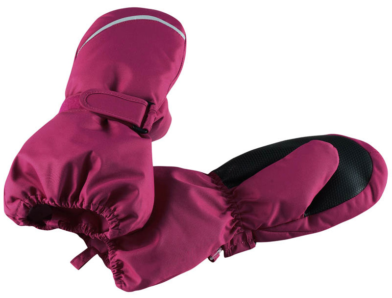 Варежки детские Reima Tomino, цвет: фуксия. 5272923920. Размер 35272923920Очень теплые зимние варежки для малышей и детей постарше специально созданы для прогулок в морозный день. Легкий утеплитель и теплая полушерстяная ворсовая подкладка гарантируют тепло и комфорт на весь день. Усиления и специальное ребристое покрытие на ладони и большом пальце гарантируют крепкий захват и хорошее сцепление со скользкой поверхностью. Зимние варежки изготовлены из ветронепроницаемого, дышащего материала с верхним водо- и грязеотталкивающим слоем. Эти теплые варежки отлично подойдут для морозных и сухих зимних дней – они могут промокать, хоть и сшиты из водоотталкивающего материала.Высокая степень утепления.