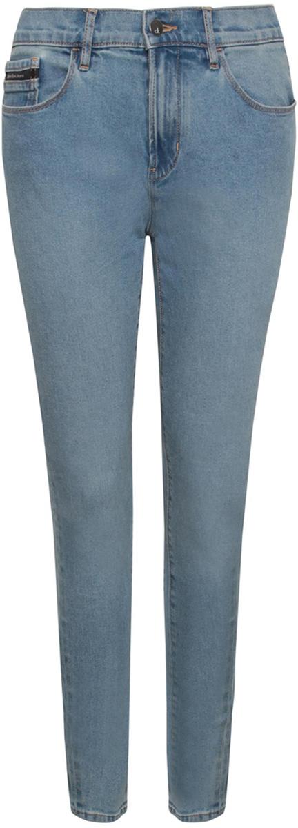 Джинсы женские Calvin Klein Jeans, цвет: синий. J20J206126_9163. Размер 25 (36/38)J20J206126_9163Стильные женские джинсы Calvin Klein выполнены из высококачественного материала. Модель прямого кроя со станартной посадкой. Джинсы застегиваются на металлическую пуговицу в поясе и ширинку на застежке-молнии, имеются шлевки для ремня. Джинсы имеют классический пятикарманный крой: спереди модель дополнена двумя втачными карманами и одним маленьким накладным кармашком, а сзади - двумя накладными карманами. Изделие оформлено прострочкой и фирменной нашивкой сзади.