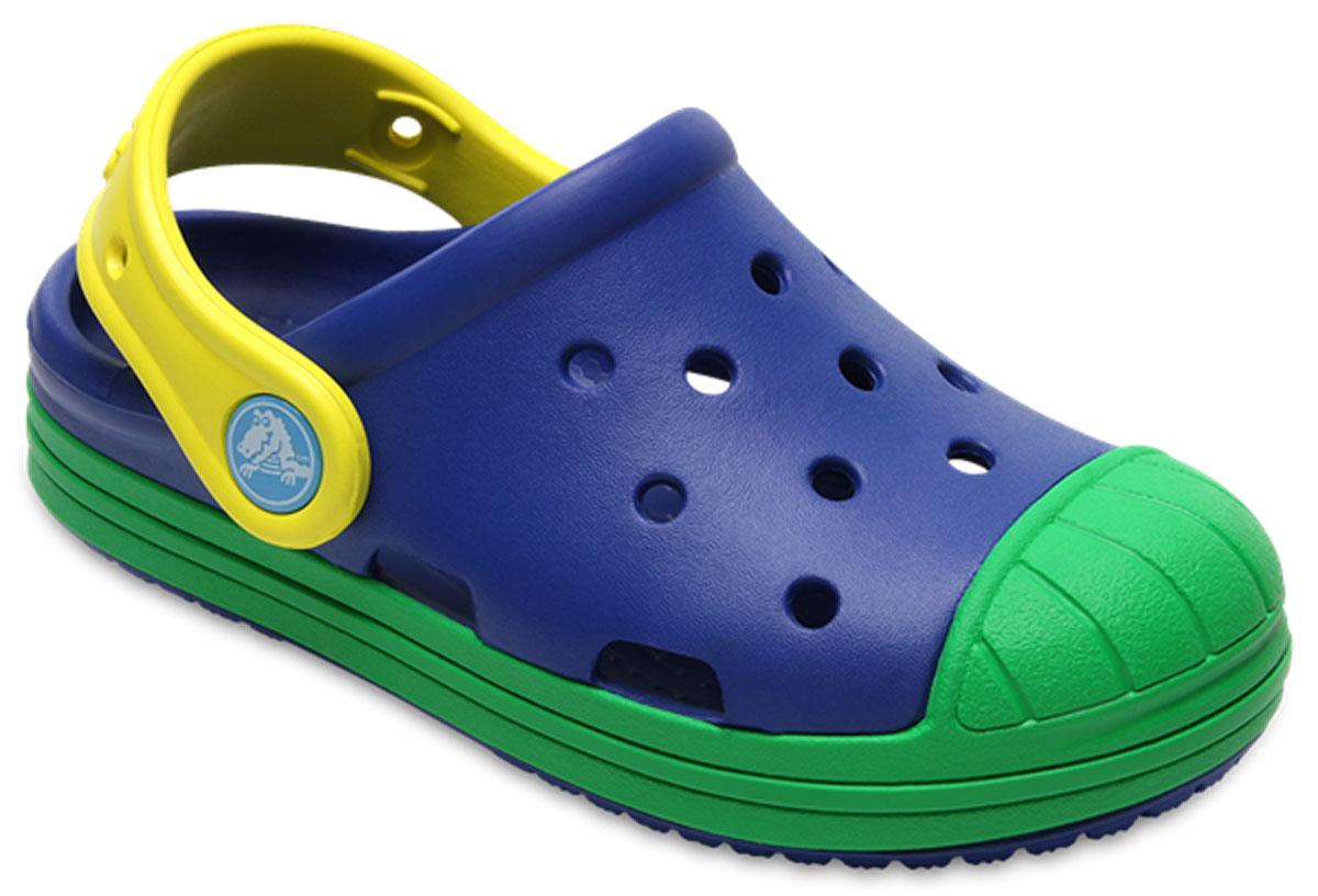 Сабо детские Crocs Bump It Clog K, цвет: синий, зеленый. 202282-4HN. Размер C9 (26)202282-4HNСтильные сабо Bump It Clog от Crocs придутся по душе вашему ребенку. Модель полностью выполнена из полимерного материала контрастных цветов. Перфорация в верхней части обеспечивает вентиляцию ноги. Съемный пяточный ремешок, оформленный названием бренда, предназначен для фиксации стопы при ходьбе. Стелька с массажными линиями для стимуляции кровообращения и дополнительного комфорта. Рифление на подошве гарантирует идеальное сцепление с любой поверхностью. Такие сабо - отличное решение для каждодневного использования!