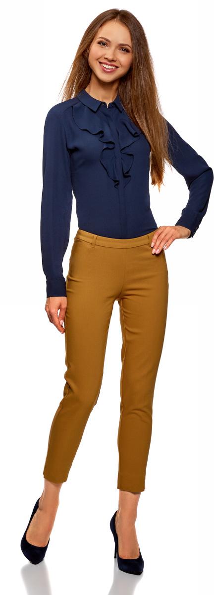 Брюки женские oodji Collection, цвет: горчичный. 21706022-5B/35589/5701N. Размер 38 (44-170)21706022-5B/35589/5701NЖенские брюки oodji выполнены из качественной смесовой ткани. Брюки застегиваются на боковую молнию и дополнены шлевками для ремня. Укороченная зауженная модель дополнена небольшими разрезами по низу брючин.