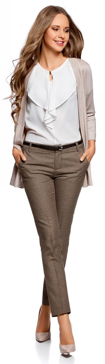 Брюки женские oodji Ultra, цвет: бежевый, коричневый. 11701029-2B/22124/3337C. Размер 36 (42-170)11701029-2B/22124/3337CБазовые брюки oodji со стрелками. Узкий ремень красиво подчеркивает талию. Для удобной фиксации ремня на поясе предусмотрены шлевки. Спереди на брюках два втачных кармана с отрезным бочком, сзади - два прорезных кармана. Брюки не стесняют движений, в них вам будет комфортно весь день. Модель отлично смотрится на любой фигуре, стрелки визуально вытягивают силуэт и стройнят. Элегантные брюки со стрелками прекрасно впишутся в деловой гардероб. С ними вы сможете создать сдержанный деловой наряд на каждый день. Базовые брюки хорошо сочетаются с самыми разными вещами: блузками, топами, рубашками, джемперами. Комплект с брюками можно дополнить жакетом, а для более неформальных образов - длинным кардиганом. Выбор обуви может быть самым разным. В зависимости от ситуации с брюками будут хорошо смотреться туфли, лоферы, ботинки, кеды или сапоги. В этих брюках вы будете чувствовать себя комфортно в любой ситуации!