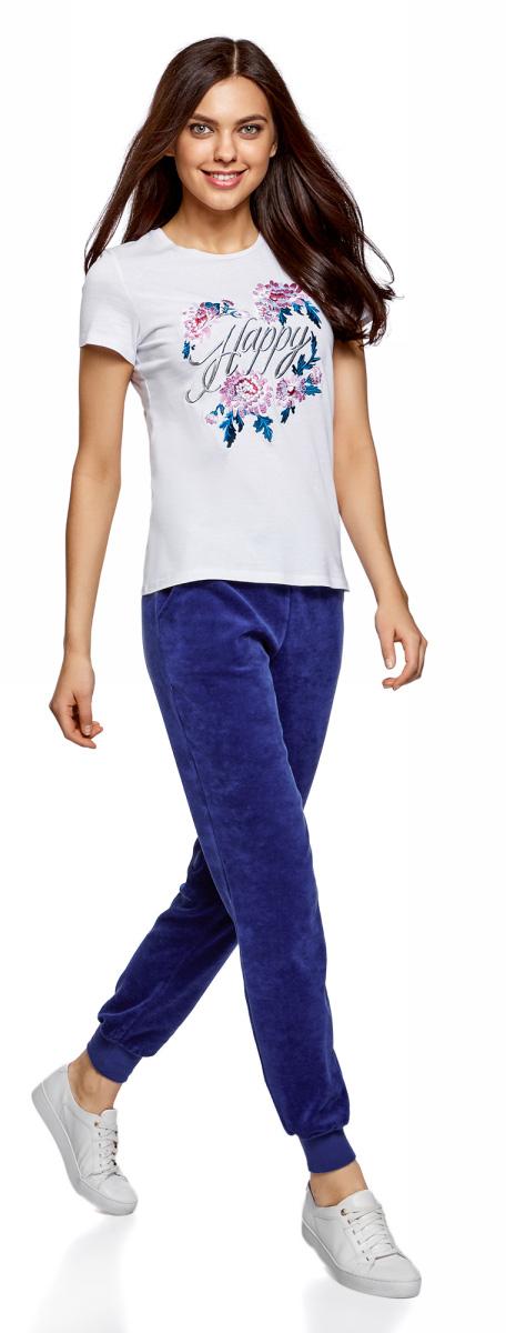 Брюки спортивные женские oodji Ultra, цвет: синий. 16701052B/47883/7500N. Размер XL (50)16701052B/47883/7500NЖенские спортивные брюки oodji изготовлены из качественной смесовой ткани. Модель выполнена с широким эластичным поясом и завязками на талии. Низы брючин дополнены широкими манжетами.