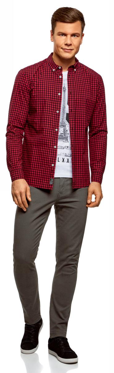 Брюки мужские oodji Basic, цвет: темно-серый. 2B120008M/39622N/2500N. Размер 40 (48-182)2B120008M/39622N/2500NСтильные зауженные брюки силуэта slim. Модель традиционного кроя: пояс со шлевками для ремня, застежка на молнию, два кармана по бокам, два накладных кармана сзади. Ткань из хлопка приятна для тела, дышит и не раздражает кожу, практична в уходе. В таких брюках вам будет комфортно целый день в разную погоду. К тому же, они подчеркивают силуэт и красиво смотрятся.Хлопковые брюки slim прекрасно подойдут для делового и повседневного гардероба. С ними вы сможете создать сдержанный и элегантный наряд с рубашкой или приталенной блузкой и лоферами для работы, деловой встречи или официального мероприятия. А если надеть футболку и кеды, получится более расслабленный и непринужденный комплект для встречи с друзьями, прогулок или свиданий. С этими брюками вы сможете легко создавать новые стильные образы!