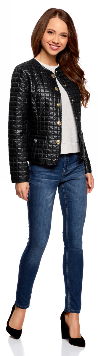 Куртка женская oodji Ultra, цвет: черный. 10200077-3/35889/2900N. Размер 36 (42-170)10200077-3/35889/2900NСтеганая куртка oodji изготовлена из полиэстера. Модель с круглым вырезом горловины застегивается на кнопки. Спереди расположены врезные карманы.