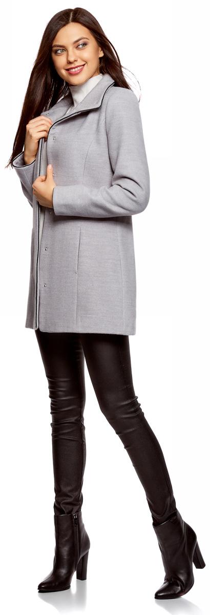 Пальто женское oodji Collection, цвет: светло-серый меланж. 20104020-1/43765/2000M. Размер 44 (50-170)20104020-1/43765/2000MЖенское пальто oodji Collection выполнено из высококачественного комбинированного материала. В качестве подкладки используется полиэстер. Модель с воротником-стойкой и длинными рукавами застегивается на кнопки по всей длине. Спереди расположены втачные карманы. Оформлено изделие кантом из искусственной кожи.