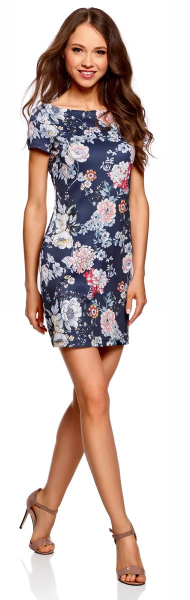Платье oodji Ultra, цвет: темно-синий, розовый. 14001117-14B/45344/7941F. Размер S (44)14001117-14B/45344/7941FСтильное платье oodji изготовлено из качественного смесового материала. Приталенная модель с горловиной-лодочкой и с короткими рукавами.
