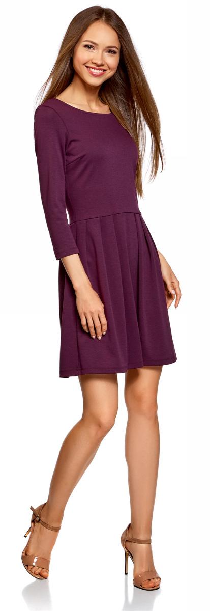 Платье oodji Ultra, цвет: темно-фиолетовый. 14011005/38261/8800N. Размер XL (50)14011005/38261/8800NТрикотажное приталенное платье с расклешенной юбкой и рукавами ?. Спереди широкий полукруглый вырез, сзади V-образный вырез и небольшая контрастная молния. От талии отходит расклешенная юбка длиной до колена со встречными складками. Укороченные рукава вносят в образ нотки элегантности и визуально стройнят силуэт. Платье хорошо сидит, зрительно стройнит ноги и подчеркивает талию. Эластичный трикотаж с добавлением вискозы приятен для тела, не мнется во время носки и не растягивается. Платье не стесняет движений, в нем удобно весь день. Сдержанное платье с юбкой в складку – идеальный вариант для офиса и особенных выходов. В нем вы будете выглядеть женственно и элегантно. В таком платье можно пойти на работу или учебу, на деловую встречу. Если добавить броские аксессуары и эффектную обувь на высоком каблуке, получится красивый лук для свиданий. Это платье будет уместно на деловом ужине или семейном празднике. Красивое элегантное платье выручит вас, если необходимо быстро собраться и при этом выглядеть великолепно!