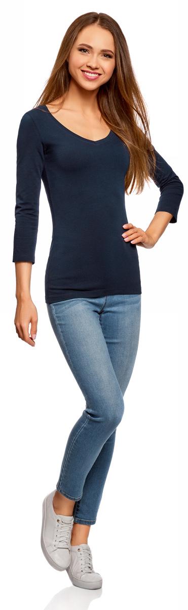 Футболка женская oodji Collection, цвет: темно-синий. 24211002B/46147/7900N. Размер XS (42)24211002B/46147/7900NЖенский лонгслив Collection с V-образным вырезом и рукавами 3/4 выполнен из эластичного хлопка. Такая модель идеально подойдёт для повседневной носки.