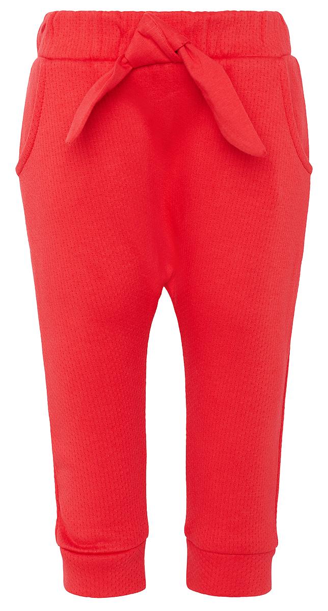 Штанишки для для девочки Tom Tailor, цвет: красный. 6829225.00.21_4717. Размер 686829225.00.21_4717Штанишки от Tom Tailor выполнены из натурального хлопкового трикотажа. Модель с карманами на талии дополнена широкой эластичной резинкой. Брючины понизу имеют широкие манжеты.