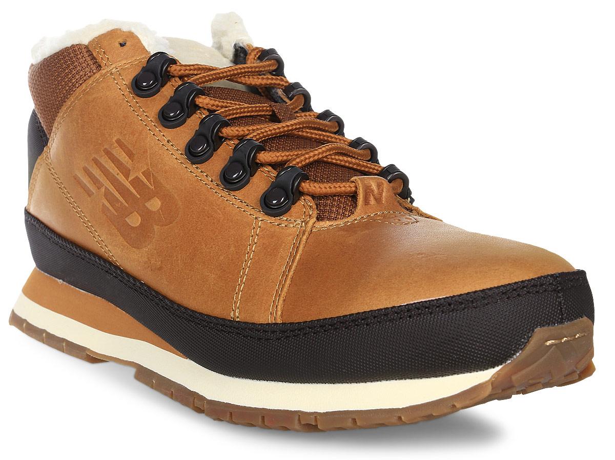 Кроссовки мужские New Balance 754, цвет: коричневый, черный. H754LFT/D. Размер 11,5 (45,5)H754LFT/DТеплые мужские кроссовки New Balance прекрасно подойдут для активного отдыха и прогулок в холодное время года. Верх модели выполнен из натуральной кожи со вставками из искусственной кожи и текстиля. Модель оформлена вставками контрастного цвета и прострочкой, по бокам - фирменным логотипом бренда, а на заднике - рельефной надписью New Balance. Удобная шнуровка надежно фиксирует модель на стопе. Подкладка выполнена из искусственного меха и текстиля, благодаря чему эта модель отлично сохраняет тепло и создает прекрасный микроклимат внутри обуви. Подошва с рельефным протектором обеспечивает идеальное сцепление с различными поверхностями.В таких кроссовках вашим ногам будет комфортно и уютно.