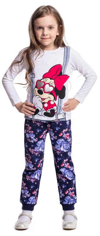 Брюки спортивные для девочки PlayToday, цвет: темно-синий, сиреневый. 372066. Размер 110372066Спортивные брюки PlayToday выполнены из ткани с набивным рисунком - отличное решение и для повседневного гардероба, и в качестве домашней одежды. Натуральный материал не вызывает неприятных ощущений. Пояс модели на регулируемой ленте-кулиске. Низ на мягких трикотажных резинках для дополнительного сохранения тепла.