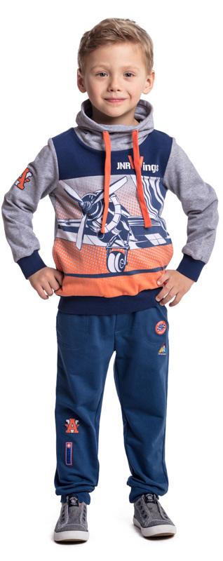 Брюки спортивные для мальчика PlayToday, цвет: синий. 371074. Размер 128371074Спортивные брюки PlayToday выполнены из высококачественного хлопкового материала. Пояс на широкой резинке, дополнен шнуром-кулиской. Модель с двумя вшивными карманами и одним накладным. Низ штанин на манжетах. В качестве декора использованы яркие аппликации.