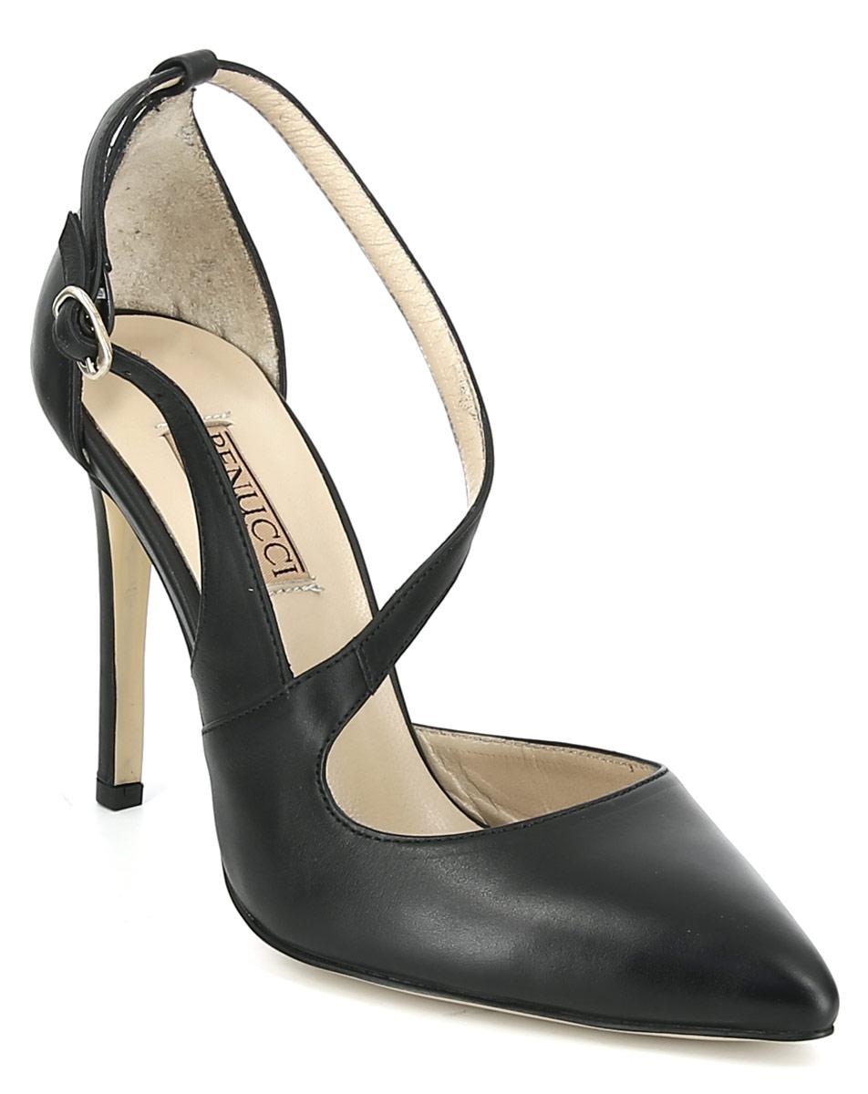 Босоножки Benucci, цвет: черный. 6502. Размер 366502Элегантные босоножки от Benucci выполнены из натуральной кожи. Внутренняя поверхность и стелька из натуральной кожи гарантируют комфорт при движении. Ремешок с металлической пряжкой надежно зафиксирует модель на ноге. Высокий каблук невероятно устойчив. Подошва имеет гладкую поверхность.