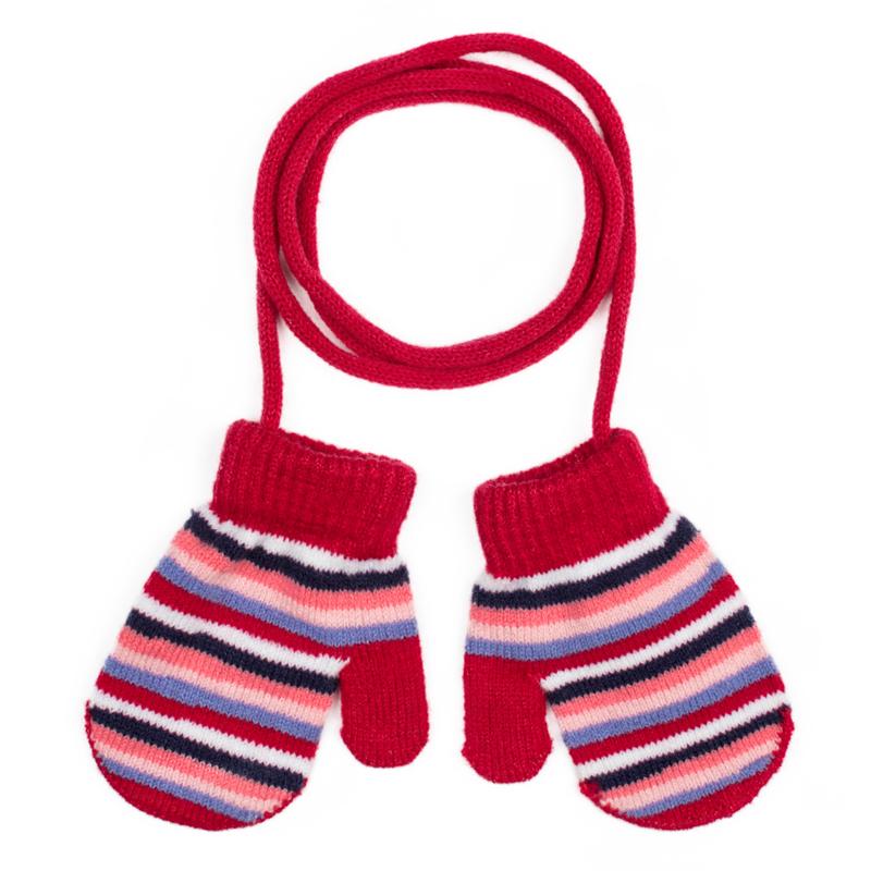 Варежки для девочки PlayToday, цвет: красный, розовый, белый. 378041. Размер 12378041Двуслойные вязаные варежки PlayToday- отличное решение для холодной погоды. Модель на веревке, удобно протягивать через рукава верхней одежды. Такие варежки ребенок никогда не потеряет. Изделие выполнено в технике Yarn Dyed: в процессе производства используются разного цвета нити. При рекомендуемом уходе изделие не линяет и надолго остается в первоначальном виде.