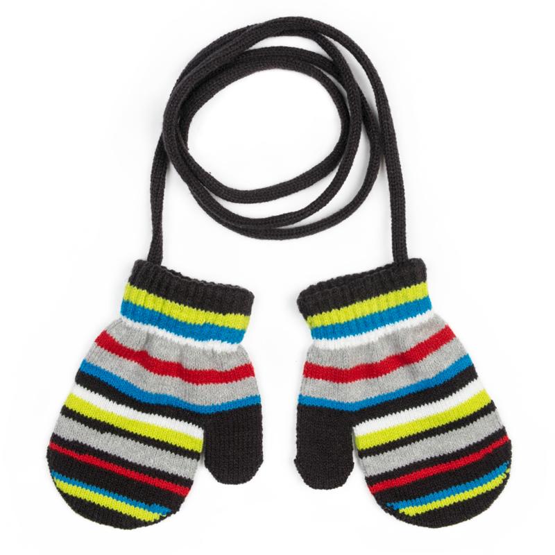 Варежки для мальчика PlayToday, цвет: серый, голубой, черный. 377039. Размер 12377039Двуслойные вязаные варежки PlayToday - отличное решение для холодной погоды. Модель на веревке, удобно протягивать через рукава верхней одежды. Такие варежки ребенок никогда не потеряет. Изделие выполнено в технике Yarn Dyed: в процессе производства используются разного цвета нити. При рекомендуемом уходе изделие не линяет и надолго остается в первоначальном виде.