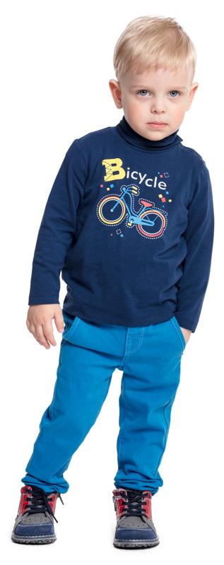 Водолазка для мальчика PlayToday, цвет: синий. 377025. Размер 92377025Водолазка PlayToday выполнена из эластичного хлопка. Модель с длинными рукавами и воротником-гольф имеет свободный крой, который не сковывает движений. Модель декорирована ярким принтом. Для удобства снимания и одевания на горловине изделия расположены удобные застежки-кнопки.