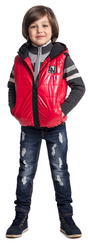 Жилет утепленный для мальчика PlayToday, цвет: красный, черный. 371004. Размер 116371004Утепленный жилет PlayToday выполнен из водоотталкивающей ткани. Пройма рукавов и низ модели на мягких резинках, что позволяет сохранять тепло. Жилет с удобными вшивными карманами на липучках, декорирован аппликацией. Светоотражатели обеспечат видимость ребенка в темное время суток.