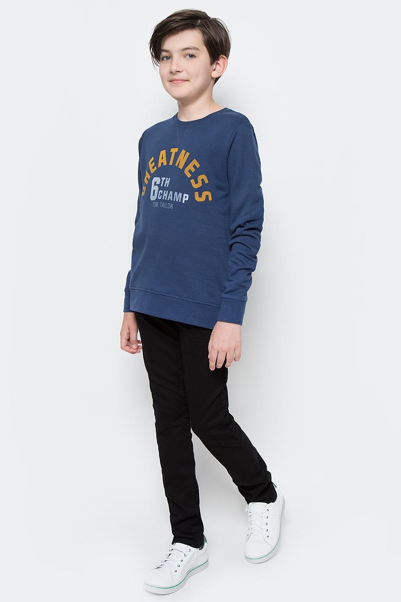 Свитшот для мальчика Tom Tailor, цвет: синий. 2531470.00.30. Размер 1402531470.00.30Свитшот для мальчика Tom Tailor выполнен из натурального хлопка. Модель с длинными рукавами и круглым вырезом горловины оформлена принтованными надписями.