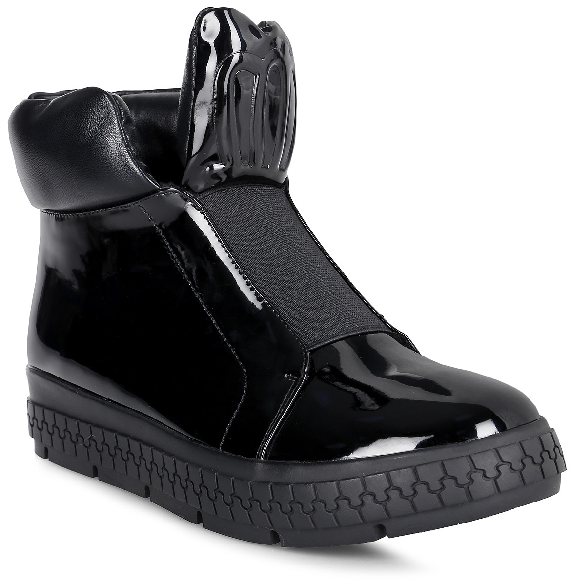 Ботинки женские Vitacci, цвет: черный. 83455. Размер 3983455Удобные женские ботинки от Vitacci изготовлены из качественной искусственной кожи. Практичная стелька из ворсина обеспечит комфорт при носке. Высокая подошва дополнена рифлением.