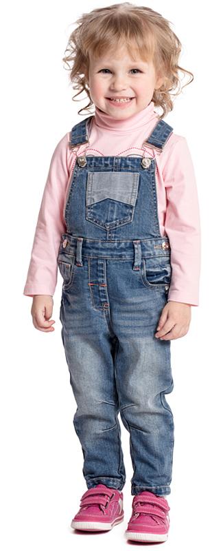 Полукомбинезон для девочки PlayToday, цвет: синий. 378012. Размер 92378012Удобный и практичный джинсовый полукомбинезон PlayToday - отличное решение для повседневного детского гардероба. Модель на широких бретелях, с карманами. Оригинальные пуговицы-болты позволят быстро снять и одеть изделие. С помощью шлевок на поясе полукомбинезон можно дополнить ремнем. В качестве декора использованы потертости. Полукомбинезон с одним накладным задним карманом и втачными передними карманами.