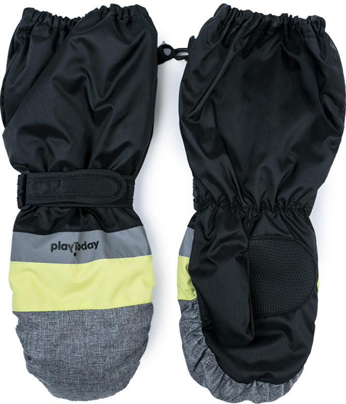 Варежки для мальчика PlayToday, цвет: черный, серый. 371128. Размер 15371128Теплые PlayToday варежки из непромокаемого материала защитят руки ребенка при холодной погоде. Модель на подкладке из теплого флиса. Удлиненные запястья дополнены резинками для дополнительного сохранения тепла.