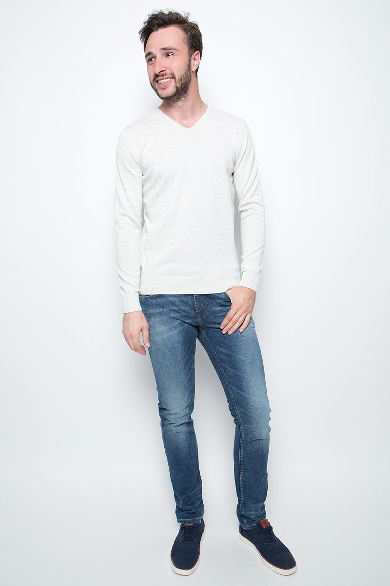 Пуловер мужской Tom Tailor, цвет: белый. 3022881.09.10. Размер M (48)3022881.09.10Мужской пуловер Tom Tailor выполнен из натурального хлопка. Модель с длинными рукавами и V-образным вырезом горловины.