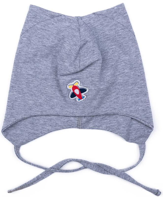 Шапка для мальчика PlayToday, цвет: серый. 377042. Размер 46377042Шапка PlayToday из трикотажа - отличное решение для прохладной погоды. Модель на завязках, комфортна при носке. Необычная конструкция этой шапки создает эффект ушек. В качестве декора использована небольшая аппликация.