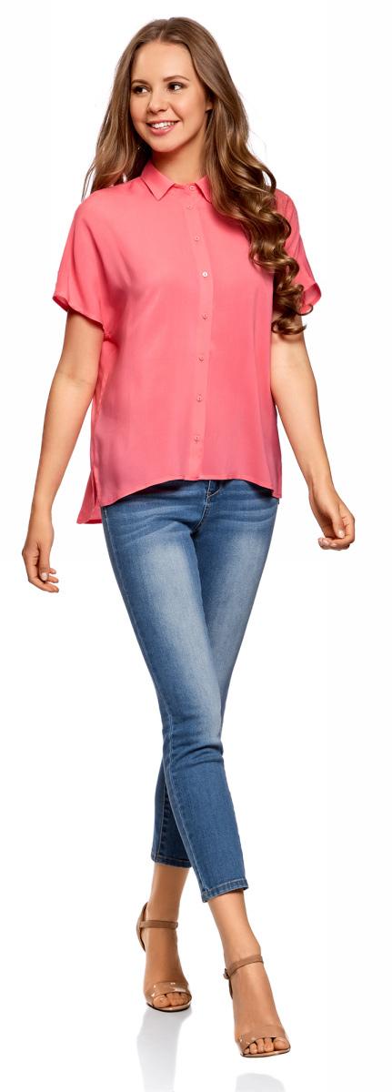 Блузка женская oodji Ultra, цвет: ярко-розовый. 11405139/24681/4D00N. Размер 36-170 (42-170)11405139/24681/4D00NБлузка из вискозы с короткими цельнокроеными рукавами и отложным воротником. Модель свободного кроя с удлиненной закругленной спинкой и небольшими боковыми разрезами смотрится стильно и необычно. Спереди застежка на пуговицы. Гладкая и шелковистая вискозная ткань красиво струится и драпируется во время ношения. В блузке вам будет комфортно: она приятна для тела и позволяет коже дышать. Свободный крой отлично подходит для разных фигур. Стильная блузка из вискозы поможет вам создать элегантный наряд для работы и отдыха. В ней можно пойти в офис, на деловую встречу, отправиться в путешествие или просто прогуляться в приятной компании. Универсальная блузка хорошо смотрится в комплекте с самой разной одеждой. Можно надеть ее с джинсами и босоножками, добавить украшений – и получится легкий и непринужденный комплект для прогулок. С классическими брюками и туфлями-лодочками наряд будет более сдержанным и прекрасно подойдет для работы. А в жаркую погоду блузка хорошо будет смотреться с шортами. Удачное пополнение любого гардероба! Умело сочетая эту блузку с другими видами одежды, вы всегда сможете выглядеть по-разному.