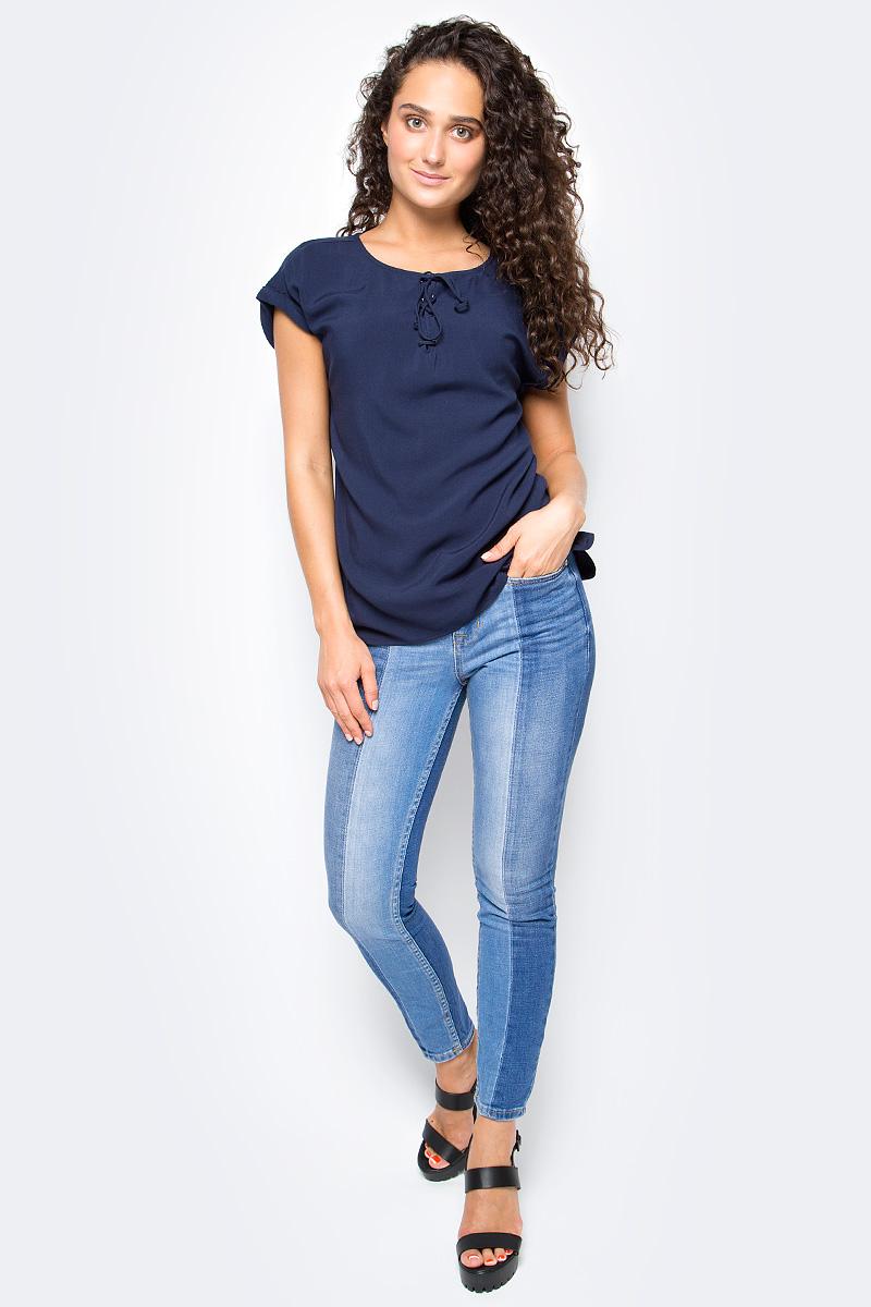 Блузка женская Tom Tailor, цвет: синий. 2055047.00.71_6593. Размер M (46)2055047.00.71_6593Женская блузка Tom Tailor выполнена из натуральной вискозы. Модель свободного кроя с округлым вырезом горловины и короткими цельнокроеными рукавами на груди дополнена оригинальной шнуровкой.