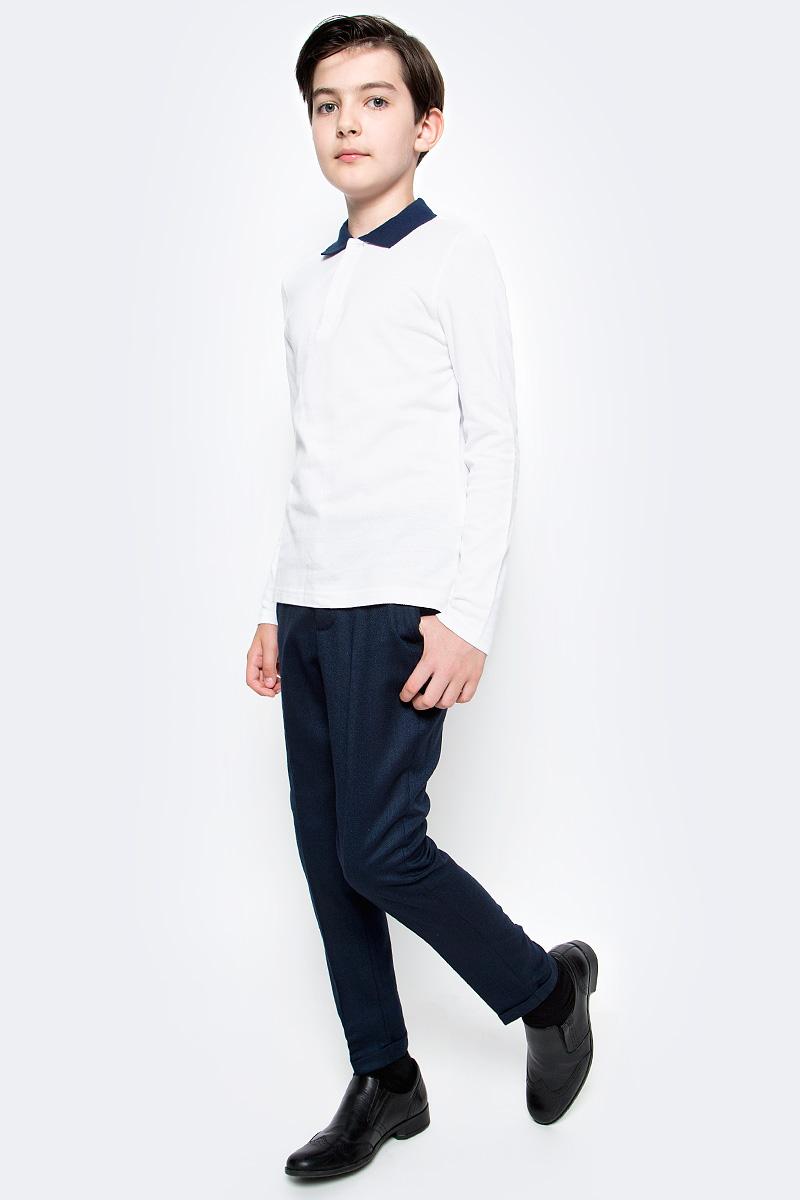 Поло для мальчика Button Blue, цвет: белый. 217BBBS14010200. Размер 122, 7 лет217BBBS14010200Прекрасная альтернатива сорочке - белое поло! По удобству и комфорту, поло для мальчиков в школу не менее удобно, чем футболка с длинным рукавом, но поло выглядит строже и наряднее. Небольшой цветовой акцент (воротник и внутренняя планка) придает модели изюминку.