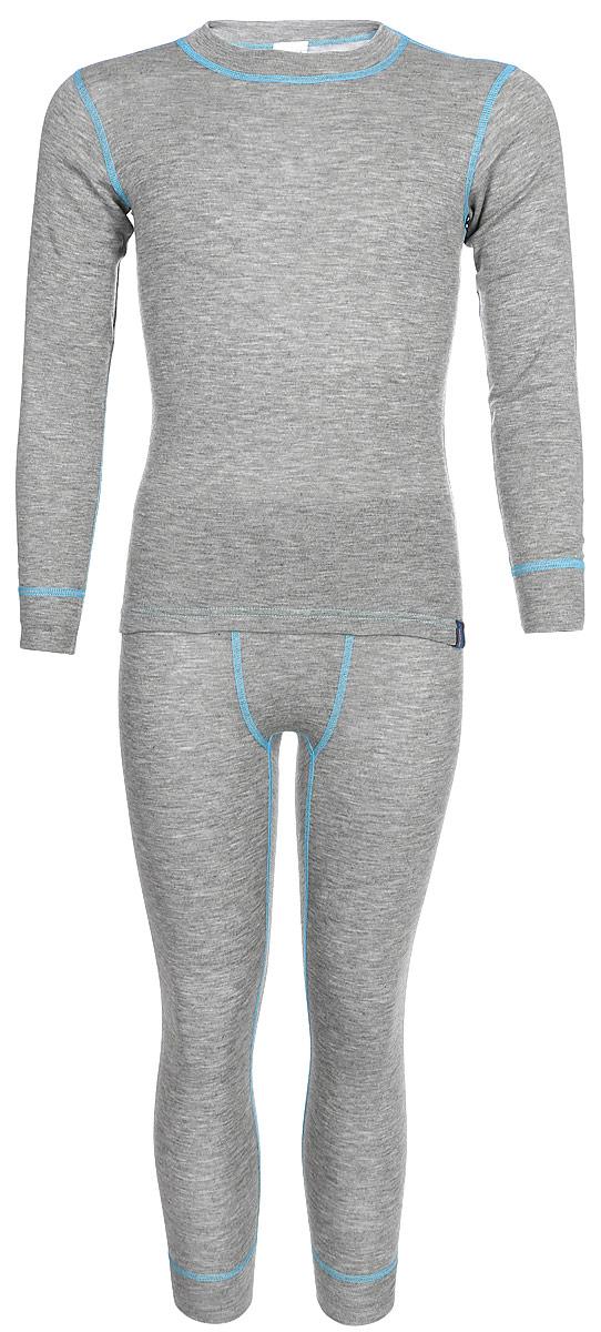 Комплект термобелья для мальчика Oldos Active Base: футболка с длинным рукавом, кальсоны, цвет: светло-серый, голубой. 001МН. Размер 110, 5 лет001МНКомплект термобелья для мальчика Oldos Active Base, состоящий из футболки с длинным рукавом и кальсон, предназначен для сохранения тепла и отвода влаги с поверхности тела. Термобелье отличается от обычного белья лучшей способностью сохранять тепло между кожей и тканью, вдобавок оно более эластичное, благодаря чему, оно не стесняет движений, не деформируется и служит дольше. Содержащийся в термобелье воздух, соприкасаясь с телом, нагревается до комфортной температуры. Таким образом, создается защитная прослойка из теплого воздуха между кожей и холодной внешней средой. При физической нагрузке кожа ребенка выделяет влагу, которая накапливаясь в ткани обычного белья, снижает его теплосберегающие свойства. На согревание и испарение этой влаги расходуется дополнительная энергия. Термобелье отводит влагу от тела. Защитная прослойка из теплого воздуха между кожей и внешней средой за счет разницы давления выталкивает влагу из термобелья. Это снижает теплопотери организма в холодную погоду, добавляет ощущение комфорта, защищает организм от перегрева во время физических нагрузок, а также от переохлаждения и простуды после их окончания. Однослойное полотно (лицевая сторона гладкая, а изнаночная - с мягким теплым начесом).Кофта с длинными рукавами и круглым вырезом горловины. На рукавах предусмотрены широкие трикотажные манжеты. Горловина дополнена трикотажной резинкой. Кальсоны на талии имеют широкую эластичную резинку, а брючины дополнены широкими трикотажными манжетами.Комплект термобелья используется как для повседневной носки, так и для активного отдыха. Рекомендуемый температурный режим от +5°С до -25°С. Такой комплект термобелья идеально подойдет для прогулок и игр на свежем воздухе!