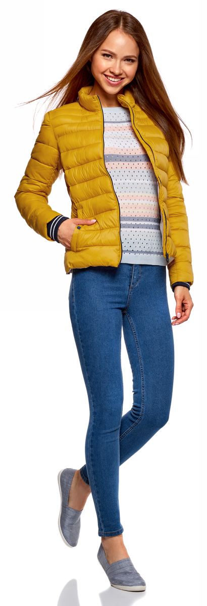 Куртка женская oodji Ultra, цвет: горчичный. 10204056/47172/5700N. Размер 42-170 (48-170)10204056/47172/5700NЖенская куртка oodji c длинными рукавами выполнена из прочного полиамида. Модель застегивается на застежку-молнию.