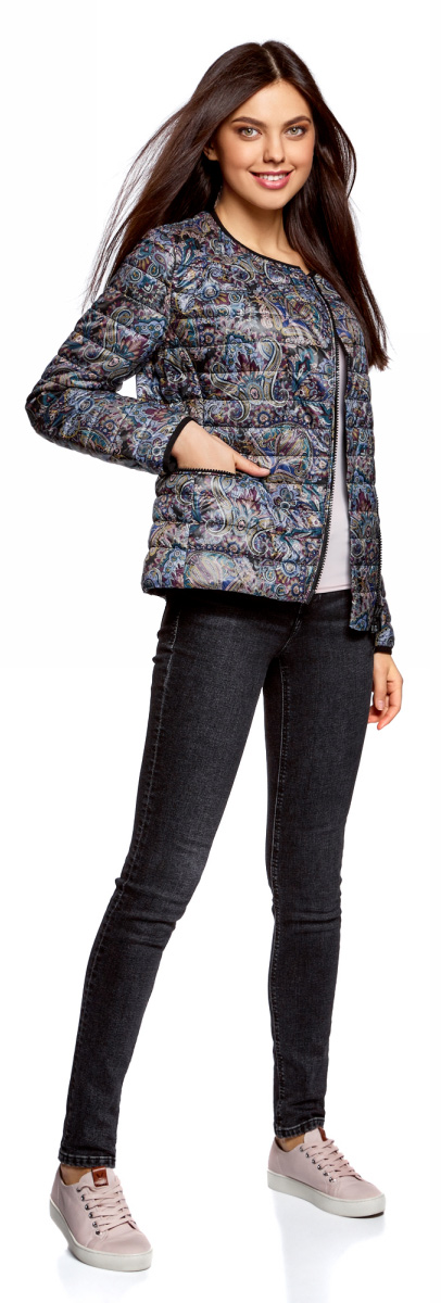 Куртка женская oodji Ultra, цвет: черный, бордовый. 10204057/42257/2949E. Размер 38-170 (44-170)10204057/42257/2949EЖенская куртка oodji c длинными рукавами выполнена из прочного полиэстера. Модель застегивается на застежку-молнию.