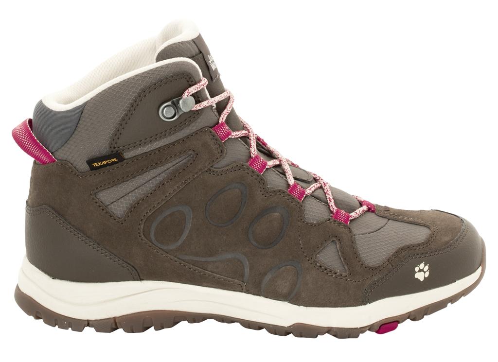 Ботинки трекинговые женские Jack Wolfskin Rocksand Texapore Mid W, цвет: коричневый. 4022371-2501. Размер 8 (41)4022371-2501Легкие, водостойкие женские ботинки Jack Wolfskin kзаймут достойное место среди коллекции вашей обуви. Модель выполнена из комбинации натуральной замши, кожи и влагонепроницаемого текстиля. Подъем оформлен классической шнуровкой, которая надежно фиксирует обувь на ноге и регулирует объем. Быстросохнущая и дышащая подкладка изготовлена из текстиля. Язычок, препятствующий попаданию грязи внутрь, задник, мысок и промежуточная подошва декорированы символикой бренда. Также задник дополнен ярлычком для более удобного надевания обуви. В носке ботинка достаточно места, чтобы нога чувствовала себя свободно, а пятка достаточно защищена, чтобы вы не испытывали дискомфорта на неровном грунте. Водонепроницаемая мембрана позволяет ботинкам не бояться луж или внезапных ливней. Гибкая и легкая подошва оснащена рифлением для лучшей сцепки с поверхностью. Практичные ботинки заинтересуют вас с первого взгляда.