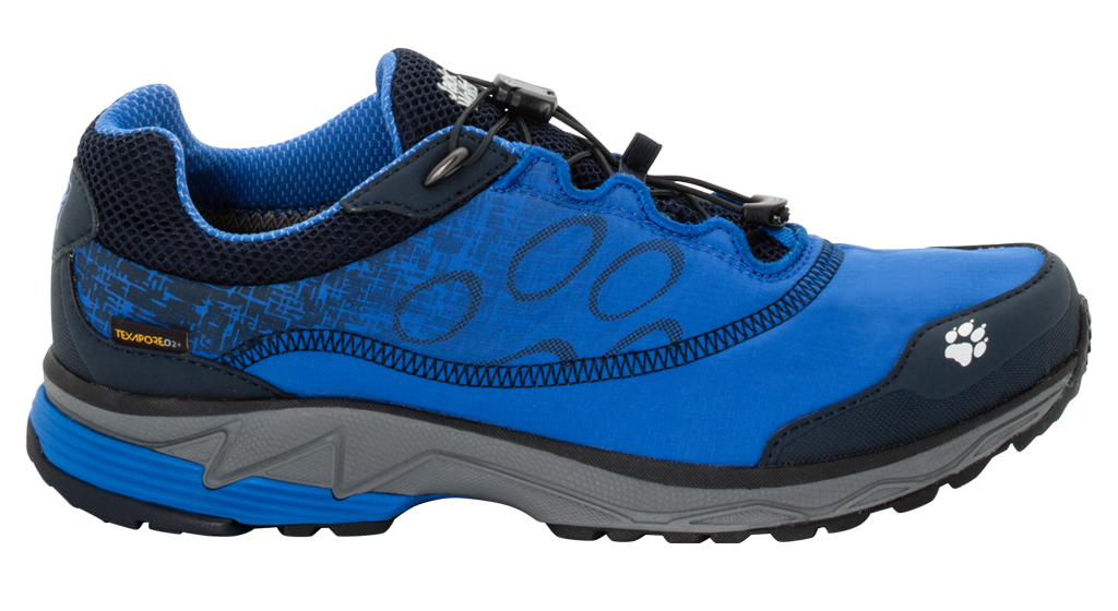 Кроссовки для бега мужские Jack Wolfskin Zenon Track Texapore Low M, цвет: синий. 4026151-1615. Размер 9 (41,5)4026151-1615Легкие водостойкие кроссовки для бега по пересеченной местности.Надевайте, регулируйте шнуровку до нужной степени облегания и отправляйтесь в лес! Любители бега по пересеченной местности обязательно оценят кроссовки Zenon Track Texapore Low. Сочетание текстильной ткани и мембраны Texapore делает эти кроссовки легкими, водостойкими и удобными. А система скоростной шнуровки позволяет затянуть кроссовки по размеру одним лишь движением шнурка.Если ваш путь пролегает по гравию, камням или корням деревьев, кроссовки Zenon Track позволят вам чувствовать уверенность в каждом своем шаге. Подошва Wolf Trail обеспечивает нужное соотношение амортизации и устойчивости для такого типа условий местности.