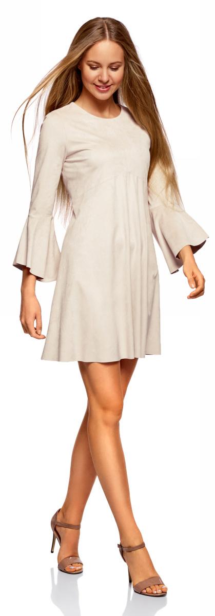 Платье oodji Ultra, цвет: светло-серый. 18L11002/46453/2000N. Размер 34-170 (40-170)18L11002/46453/2000NОригинальное платье oodji Ultra выполнено из мягкой искусственной замши. Модель свободного кроя мини-длины застегивается на скрытую молнию на спинке и оформлена воланами. Платье хорошо смотрится на любой фигуре. Слегка приталенный крой подчеркивает талию, а более свободная юбка стройнит ноги и сглаживает линию бедер. В таком платье можно пойти в офис, на учебу, свидание или отправиться на встречу с подругами.