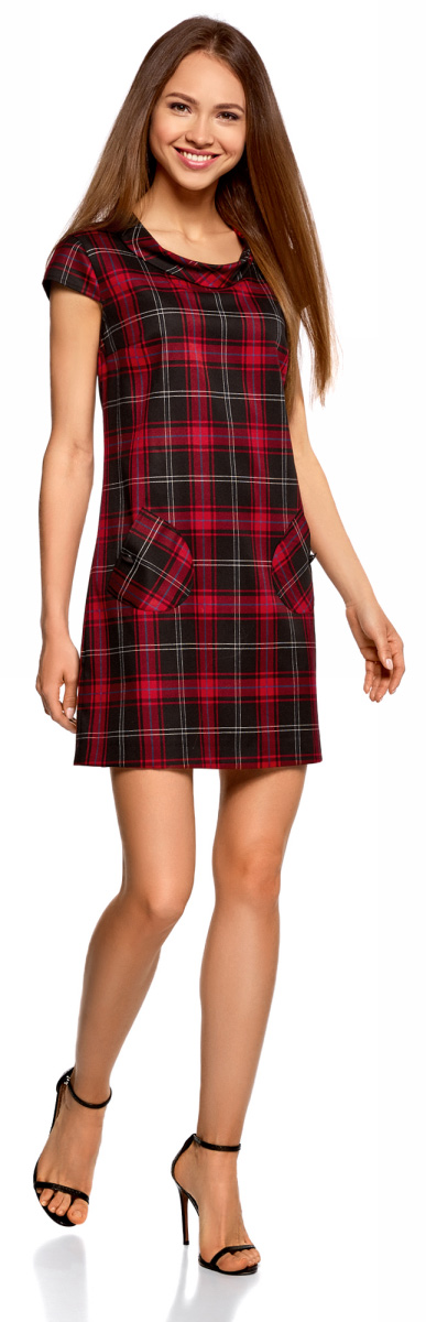 Платье женское oodji Ultra, цвет: черный, красный, клетка. 12C03001/37812/2945C. Размер 44-170 (50-170)12C03001/37812/2945CСтильное платье прямого кроя с короткими рукавами. У модели небольшой воротник-хомут и два накладных закругленных кармана на пуговицах. Короткое платье прямого силуэта красиво сидит на любой фигуре, зрительно стройнит силуэт и привлекает внимание к ногам. В этом платье вам будет комфортно: оно не сковывает движений и выгодно подчеркивает достоинства фигуры. Красивое платье идеально для деловых и повседневных нарядов. В нем можно пойти на работу, учебу, по делам или на встречу с друзьями. Платье хорошо подходит для неофициальных и деловых встреч. Достаточно дополнить наряд подходящей случаю обувью и изящной сумочкой, и у вас готов стильный ансамбль. В прохладную погоду можно надеть под платье тонкий трикотажный джемпер или накинуть сверху элегантный тренч. В этом платье вы легко сможете создать женственный образ!