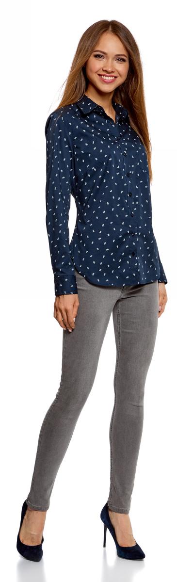 Рубашка женская oodji Ultra, цвет: темно-синий. 11403205-9/26357/7930E. Размер 36-170 (42-170)11403205-9/26357/7930EБазовая рубашка с длинным рукавом и классическим воротником. Застежка на пуговицы, на груди накладной карман. Рукава с манжетами на пуговицах. Вытачки на спине формируют приталенный силуэт, низ рубашки изящно закруглен. Ткань из хлопка с небольшим добавлением эластана комфортна для тела и практична в ношении: дышит, не вызывает раздражений, быстро сохнет после стирки.