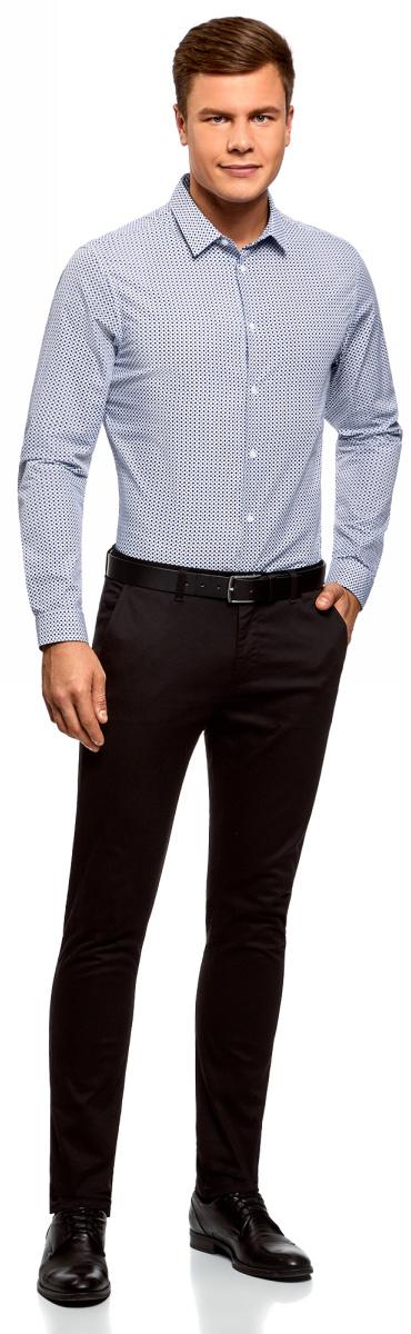Рубашка мужская oodji Lab, цвет: белый, синий, графика. 3L110274M/19370N/1075G. Размер 41-182 (50-182)3L110274M/19370N/1075GСтильная рубашка oodji Lab с длинным рукавом выполнена из натурального хлопка с графическим принтом. Классический отложной воротничок с острыми углами, манжеты с пуговицами, застежка на пуговицы спереди по всей длине. У рубашки слега приталенный силуэт, ее можно носить заправленной или навыпуск. В такой рубашке комфортно в течение всего дня. Элегантная рубашка станет основой для делового гардероба. Она хорошо сочетается с прямыми и зауженными брюками. Для создания строгого образа рубашку можно дополнить классическим или спортивным пиджаком, или же в качестве второго слоя выбрать трикотажный кардиган. С этой рубашкой вы можете создать разные деловые луки. Они всегда будут отвечать строгому дресс-коду. Из обуви предпочтение рекомендуется отдавать классическим моделям туфель.