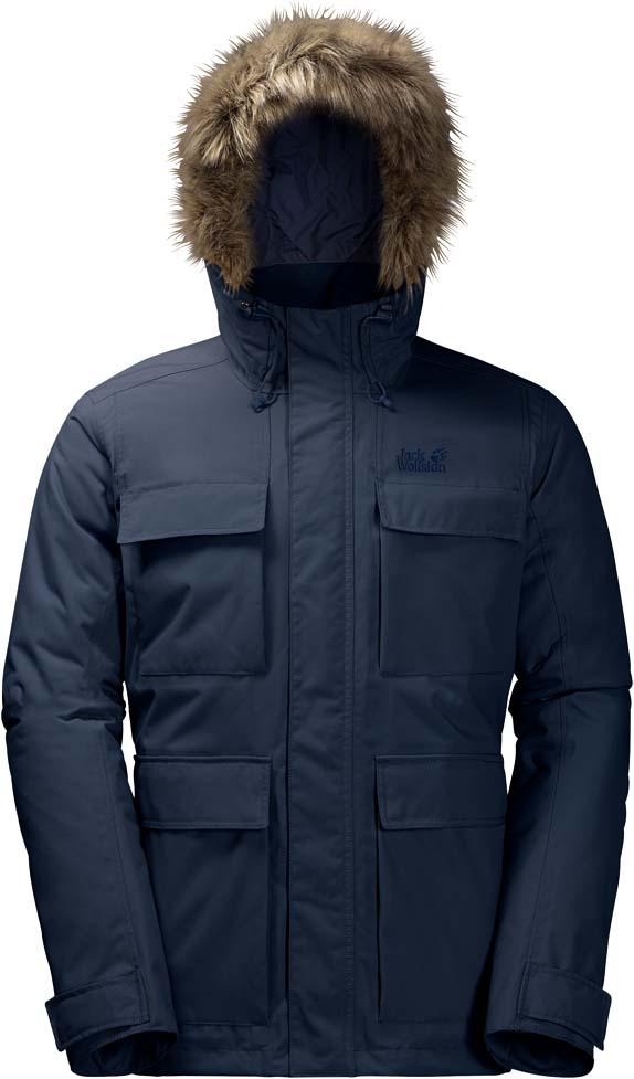Куртка муж Jack Wolfskin Point Barrow, цвет: темно-синий. 1108152-1010. Размер S (42)1108152-1010Очень теплая, ветро- и водонепроницаемая зимняя куртка с капюшоном. Прогуливаетесь ли вы в декабре вдоль побережья Балтийского моря или бредете по заснеженному Шварцвальду, зимняя парка POINT BARROW (ПОЙНТ БЭРРОУ) обеспечит вас надежной защитой при температурах ниже нуля.Очень плотный синтетический утеплитель MICROGUARD (МАЙКРОГАРД) не даст вам замерзнуть, даже если на улице мороз. Утеплитель настолько прочен, что ни сжатие, ни влага не нарушат его защитные свойства.Внешняя сторона изготовлена из материала TEXAPORE (ТЕКСАПОР), обеспечивающего надежную защиту от дождя и ветра. Прекрасные дышащие свойства ткани создают непревзойденный комфорт. Манжеты на внутренней стороне рукава не позволяют проникнуть внутрь ни ветру, ни снегу. Капюшон оснащен съемной оторочкой на молнии из искусственного меха.