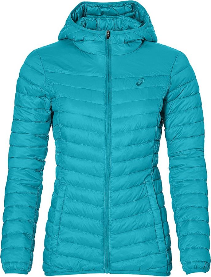 Куртка женская Asics Padded Jacket, цвет: ярко-бирюзовый. 134779-8065. Размер S (44/46)134779-8065Женская стеганая куртка Asics Padded Jacket, выполненная из полиамида с утеплителем из полиэстера, отлично подойдет для прохладной погоды. Изделие дополнено подкладкой из полиамида. Модель с капюшоном и длинными рукавами спереди застегивается на застежку-молнию. Низ рукавов, низ куртки и край капюшона обработаны эластичной бейкой. Изделие дополнено двумя прорезными карманами на застежках-молниях и оформлено вышитым фирменным логотипом.Эта модная куртка послужит отличным дополнением к вашему гардеробу!