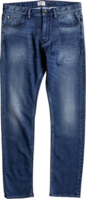 Джинсы мужские Quiksilver, цвет: синий. EQYDP03336-BPNW. Размер 34-34 (50-34)EQYDP03336-BPNWМужские джинсы Quiksilver изготовлены из мягкого денима. Джинсы прямого кроя застегиваются на поясе на металлическую пуговицу и имеют ширинку на застежке-молнии, а также шлевки для ремня. Спереди расположены два втачных кармана и один накладной, сзади - два накладных кармана. Модель оформлена потертостями и украшена замшевой нашивкой на поясе сзади.