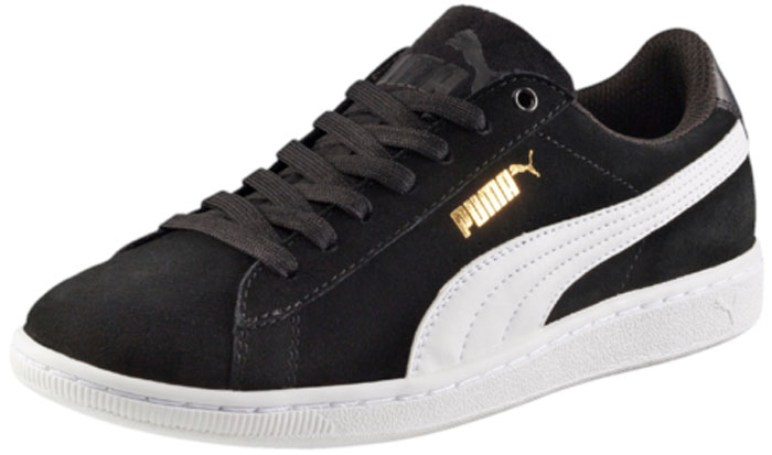 Кеды женские Puma Vikky, цвет: черный. 36262402. Размер 6,5 (39)36262402Вся линейка Vikky от Puma - это сочетание спортивности и женственности, и эта модель не исключение. Выросшая из баскетбольной обуви модель представлена с классическим верхом из замши. Обувь фиксируется на ноге при помощи классической шнуровки. О вашем комфорте и свежести позаботится стелька из материала SoftFoam, который не только устраняет неприятные запахи, но и обладает памятью, фиксирующей все анатомические особенности стопы. В обуви серии Vikky от Puma можно зажигать где угодно!