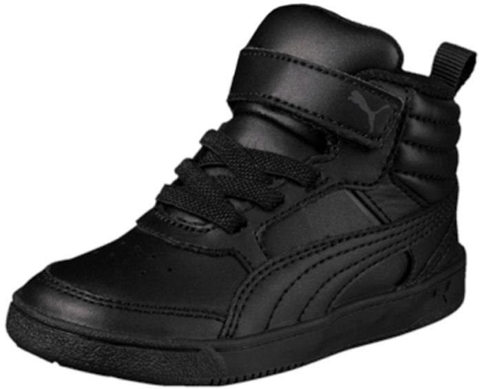Кеды для мальчика Puma PumaReboundStreet2 L V PS, цвет: черный. 36391401. Размер 13 (31)36391401Кроссовки PUMA Rebound Street v2 - классическая модель завышенных кроссовок, пришедшая в коллекцию универсальной уличной обуви из мира баскетбола и получившая новую жизнь. Кожаный верх плотно охватывает ногу, создавая полную поддержку. Пружинящая прочная резиновая подошва с волнистым рельефом обеспечивает свободу движений даже при резких поворотах на скользкой поверхности. Завышенный задник с броским логотипом PUMA усиливает защиту пятки и придает модели спортивный и динамичный облик.