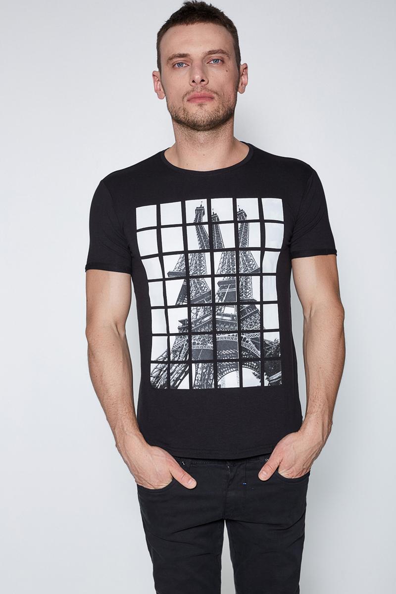 Футболка муж Sonny Bono цвет: черный. 60100110002. Размер L (50)60100110002Футболка из эластичного трикотажа, с контрастным принтом спереди. Модель зауженного кроя с круглым вырезом горловины.