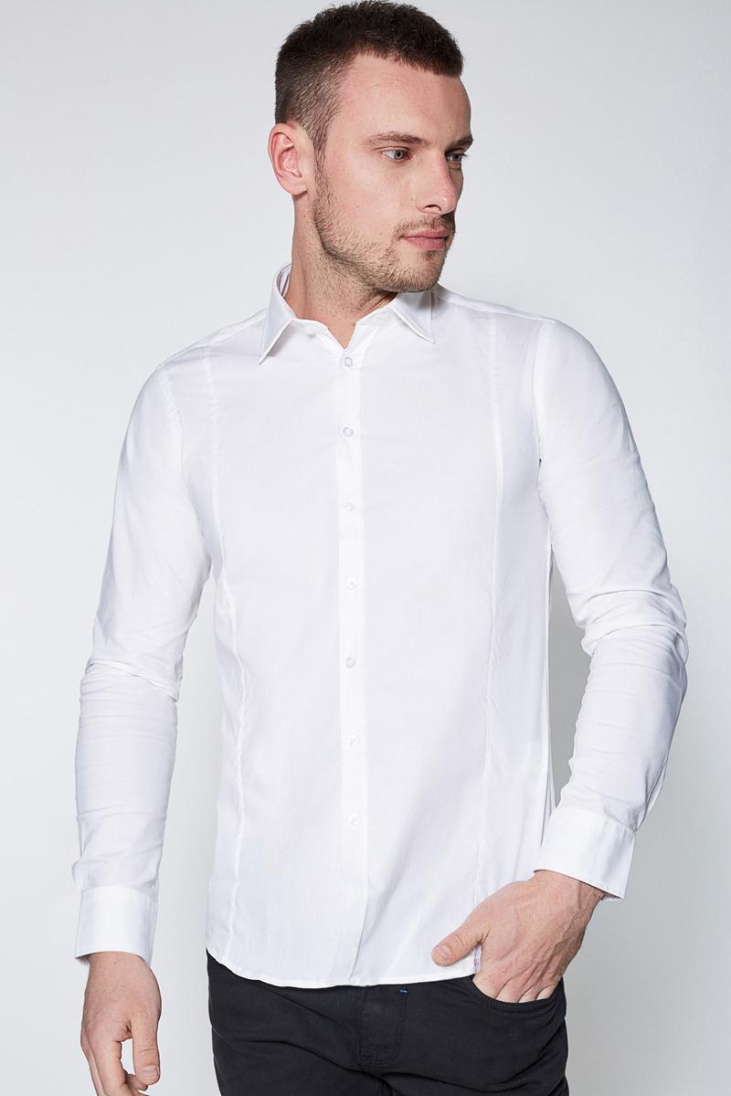 Рубашка мужская Sonny Bono, цвет: белый. 60100280002. Размер S (46)60100280002Классическая рубашка зауженного кроя Sonny Bono выполнена из эластичного хлопкового поплина. Модель с отложным воротником, длинными рукавами с манжетами на пуговицах, застежкой на пуговицы спереди, вытачкой и закругленным низом сзади.