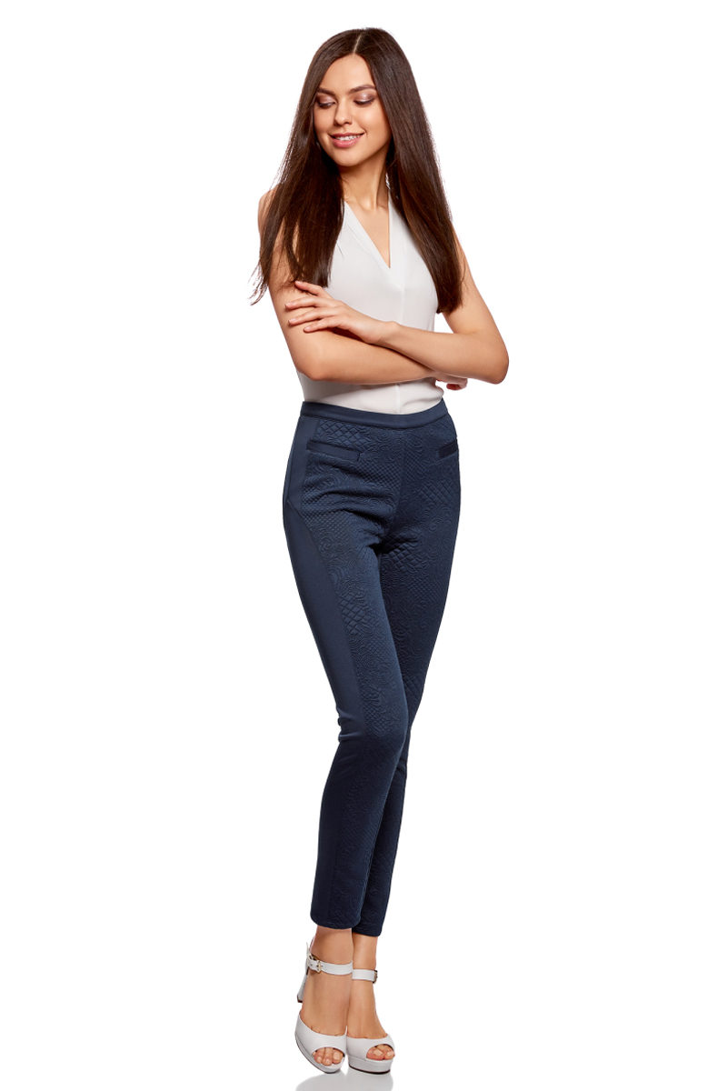 Брюки женские oodji Ultra, цвет: темно-синий. 18602005/45344/7900N. Размер XL (50)18602005/45344/7900NКомбинированные легинсы со вставками из фактурной ткани. Модель с узким поясом, спереди два кармана. Фактурные вставки спереди смотрятся необычно и акцентируют внимание на ногах. Легинсы из эластичной ткани комфортны, не стесняют движений и не раздражают кожу. В них вам будет приятно ходить целый день. Стильные комбинированные легинсы станут отличной альтернативой джинсам skinny. С ними вы сможете создать соблазнительные и комфортные образы на каждый день. Такие легинсы хорошо сочетаются с блузками, рубашками, свитшотами и кардиганами. Если вы хотите подчеркнуть фигуру, легинсы можно надеть с укороченным верхом. А чтобы в своем образе привлечь внимание к ногам, верх стоит подобрать более свободного или прямого силуэта. Красивые легинсы для эффектных образов на каждый день!